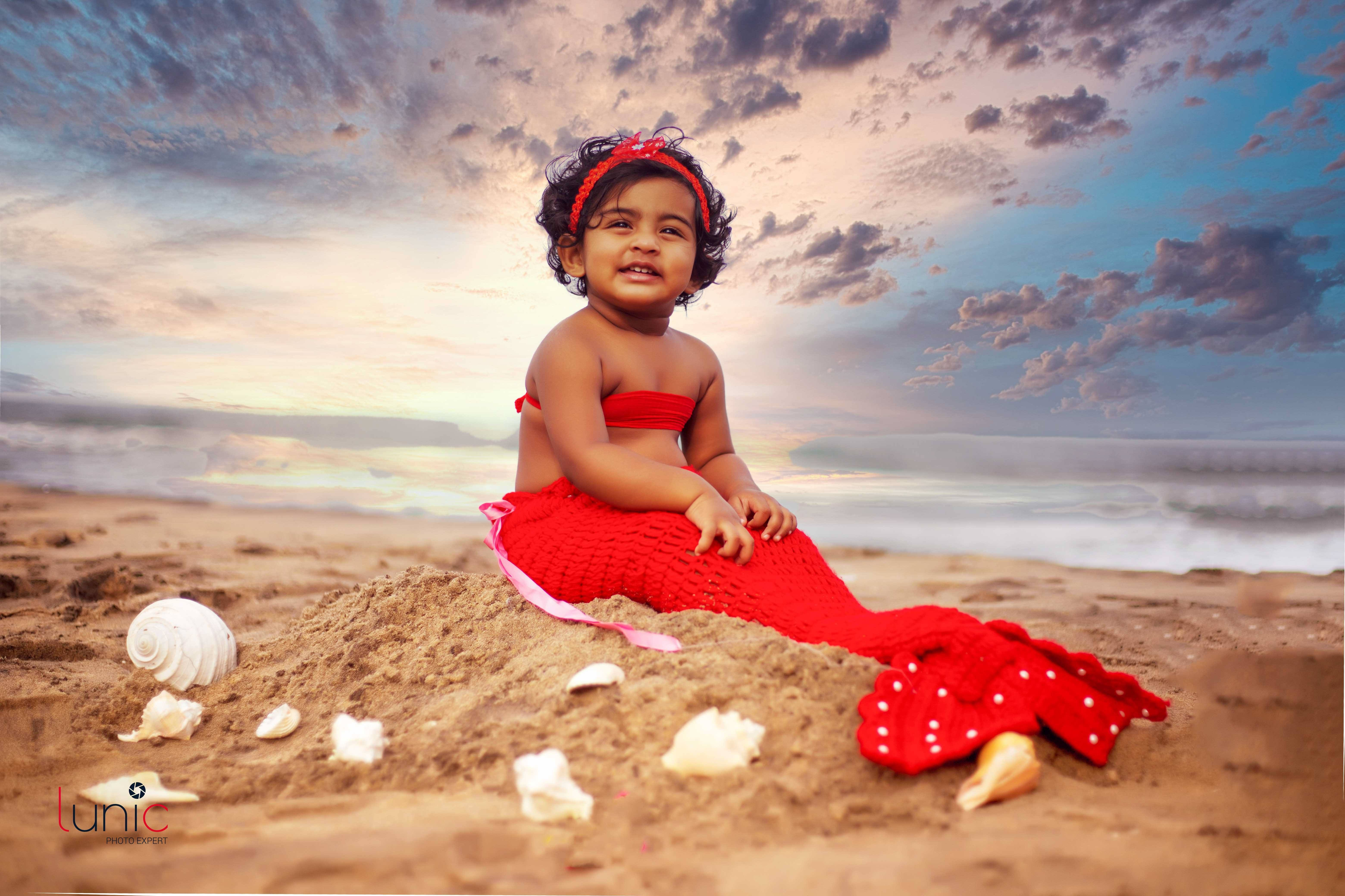 baby photoshoot at beach images