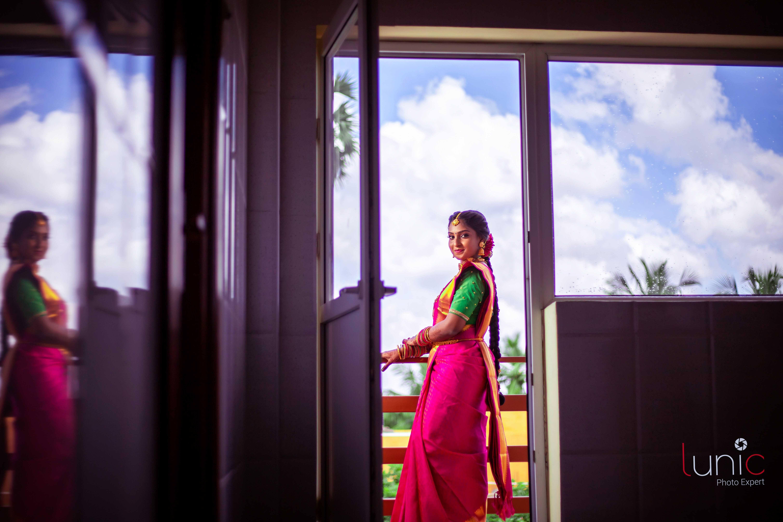 bride saree pose for engagement shoot